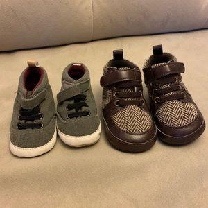 2 pair never worn newborn baby booties